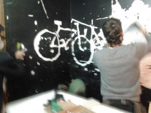 20140103-18h12-cicloficina-a raspar a parede